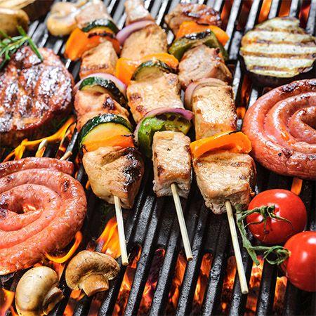3 barbecuespiezen en wat andere soorten vlees